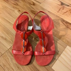 Anne Klein Dustee coral wedge. 6m